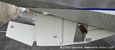The OVNI 435 aluminum sailboat has a well-protected rudder and prop.
