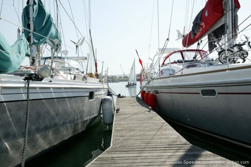 The Allures 44 alongside our OVNI 435. The Allures is a more modern design, and has more freeboard than our 435.